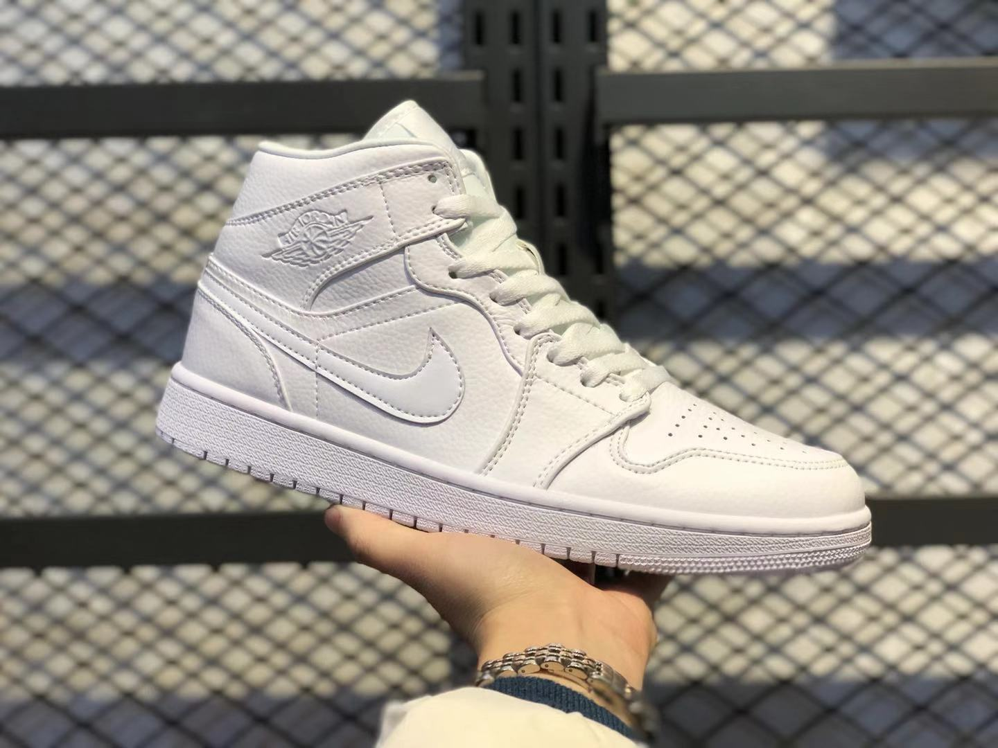 Air Jordan 1 Mid GS White Pure Platinum Basketball Shoes In Stock 554725-109