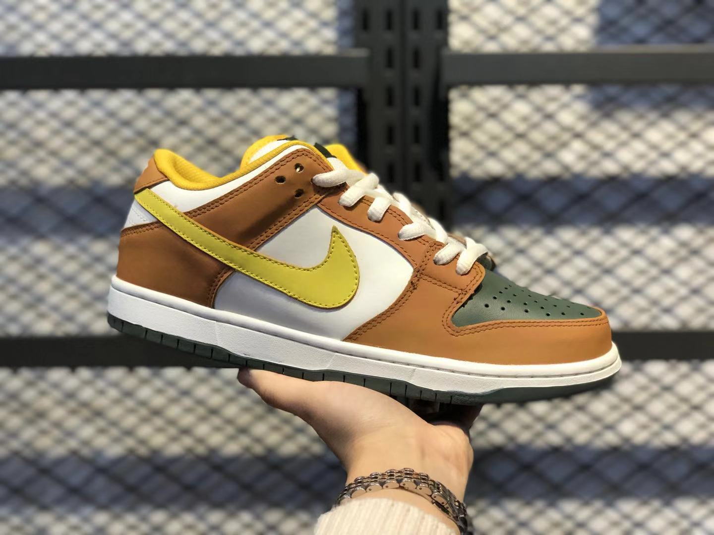 Nike SB Dunk Low Vapour/Mineral Yellow Men's Sneakers 304292-271 For Sale