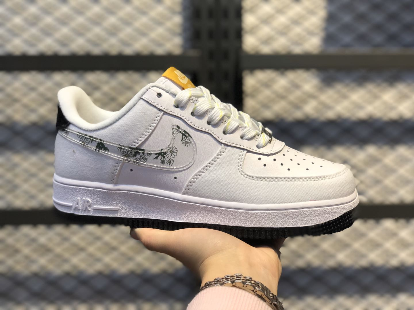 """Nike Air Force 1 Low GS """"Daisy"""" White/Yellow-Black CW5859-100"""