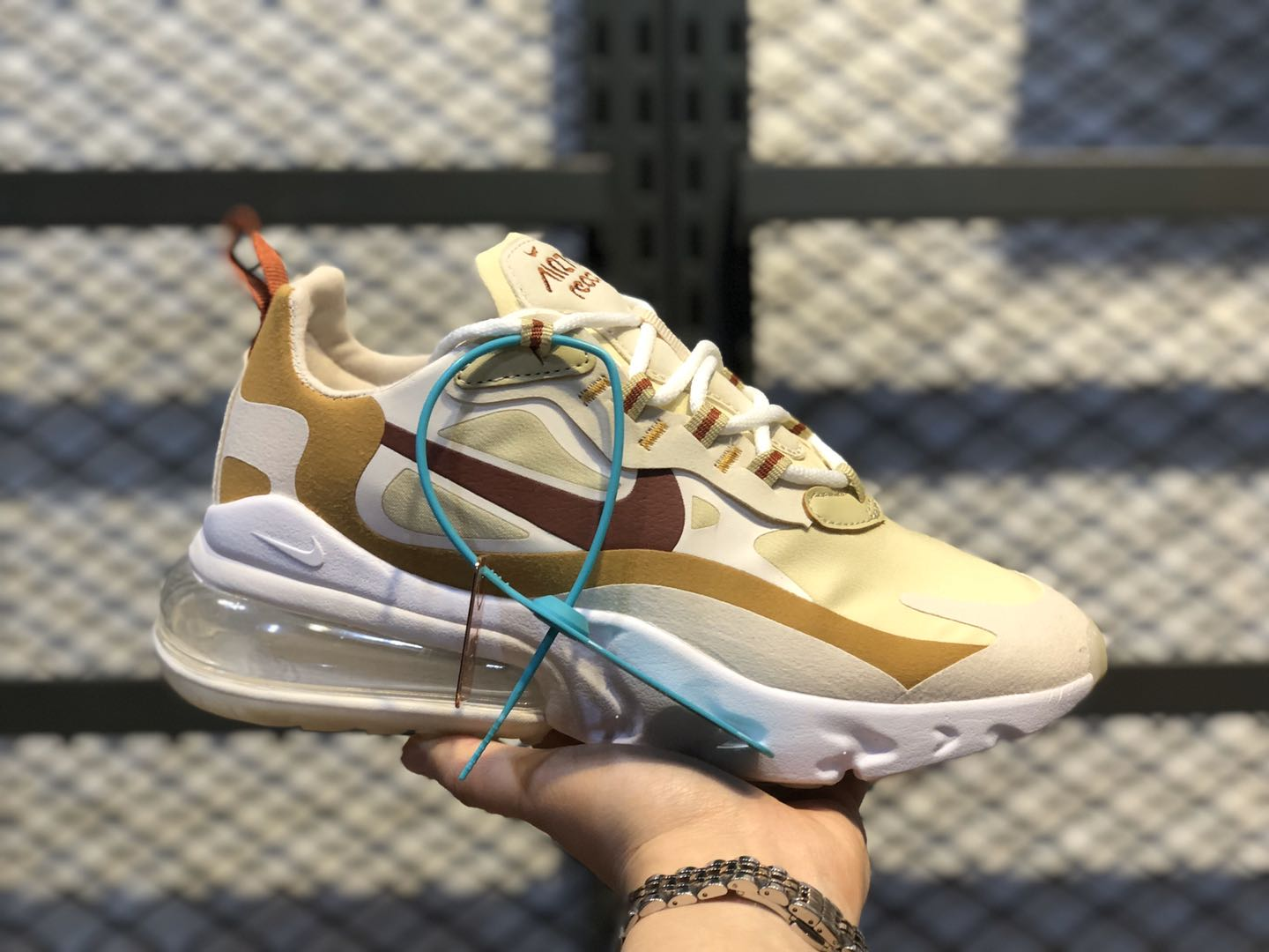 Nike Air Max 270 React Team Gold/Cinnamon-Club Gold AT6174-700