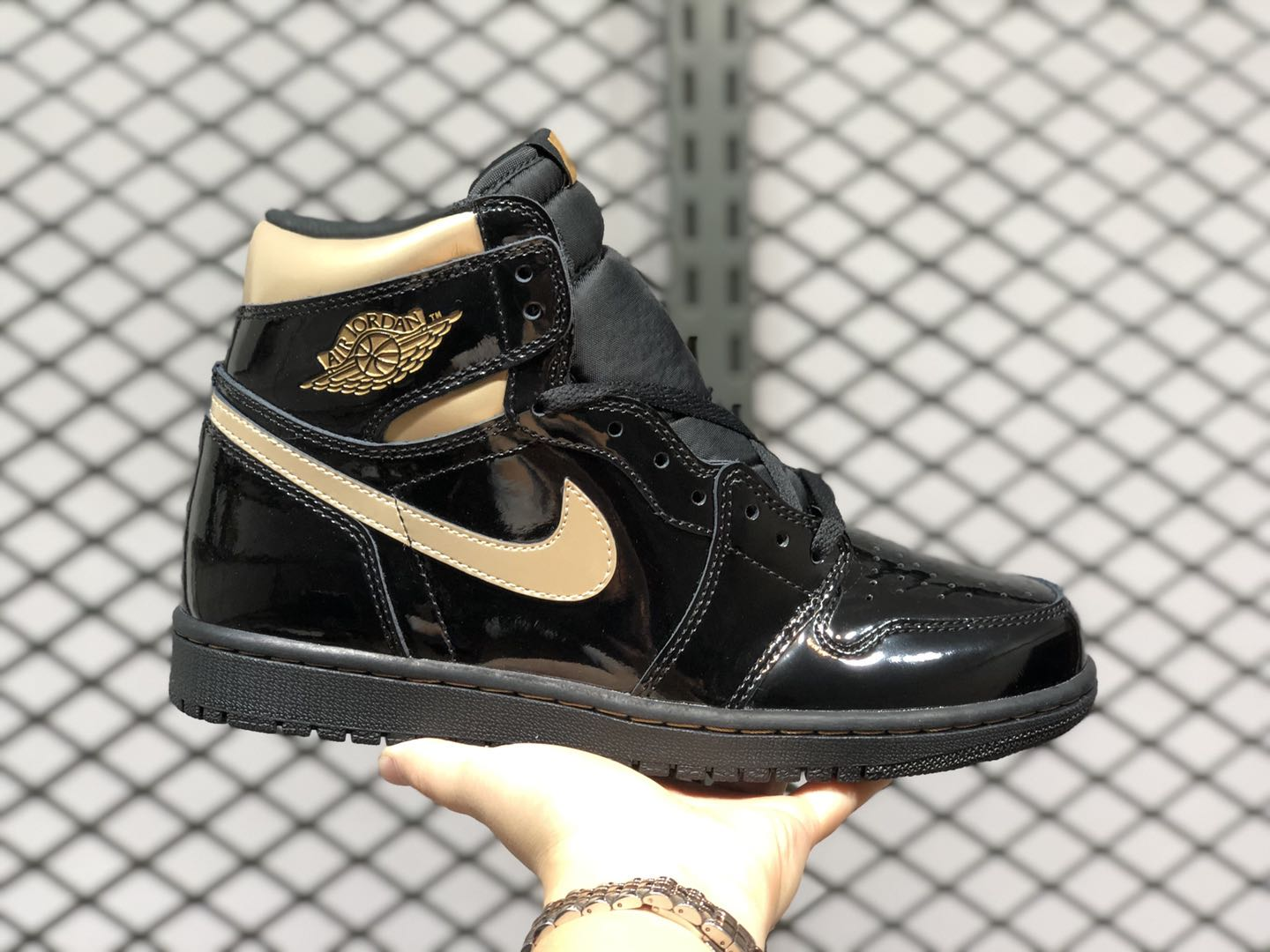 New Release Air Jordan 1 High OG Black-Metallic Gold 555088-032